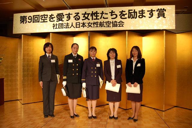 左から、堀越深雪(ほりこしみゆき)さん、瀧川寛子(たきがわひろこ)さん、大門優子(だいもんゆうこ)さん、杦田博子(すぎたひろこ)さん、辻(つじ)めぐみさん